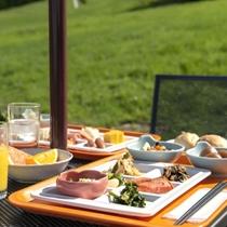 【朝食/高原テラスで楽しむ和洋バイキング例】高原で食べる朝ごはん!他では体験できない旅の思い出を