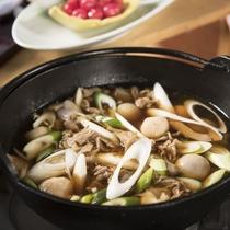 山形名物「芋煮」。里芋と牛肉の美味しさを楽しむ郷土の味わい