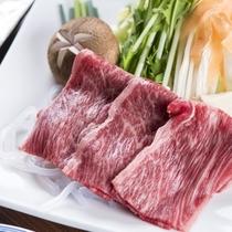 まろやかな食感の黒毛和牛。旬のお料理ともにどうぞ
