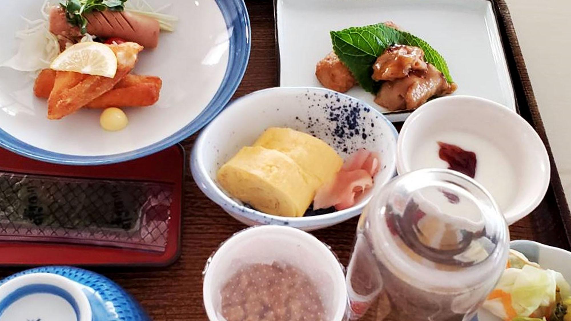 ・朝定食一例:炊き立てのご飯に熱々のお味噌汁 旅館ならではの朝食