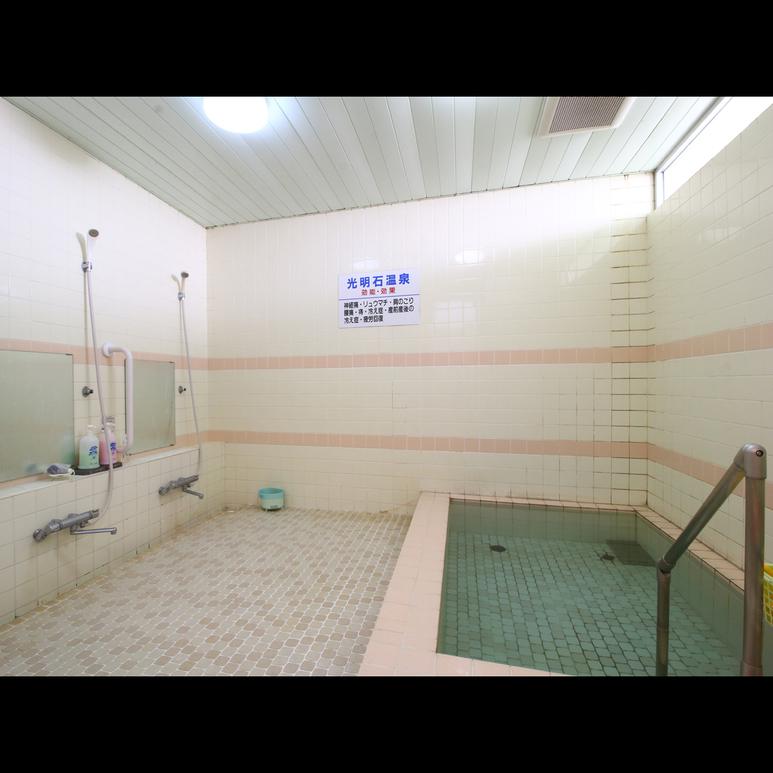 お風呂_3〜4名様がゆったりと入れる準天然温泉!手足を伸ばして疲れを癒やしてください♪