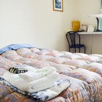 *【洋室(一例)】ぐっすりとお休みいただけるベッドを備えた洋室。