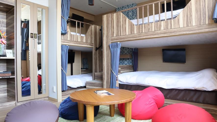 デラックススカイ・4ベッドルームは2段ベッド2台で最大5名様まで宿泊可能です。