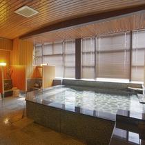 【ホテル内施設】大浴場は入れ替え制となります。客室にもバスルームございます。