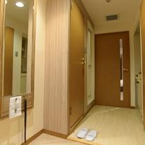【客室】客室入口・カードキーにて入室