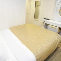 【ダブルルーム】広々ベッドでゆっくりおくつろぎください