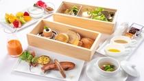 【ご朝食】ボックス形式でご提供。1日の始めにお召し上がりいただくものは<自家製・無農薬・自然農法>で