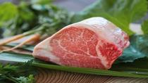 和歌山県の自然豊かな環境が産んだ特産のブランド牛「熊野牛」をお楽しみください。