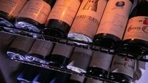 当館ワインセラーにて豊富な品揃えのワインを取り揃えております。