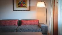 """1日6室限定の客室は""""全室スイート""""。上質のプライベート空間で心休まるひとときをお過ごしください。"""