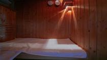 """【宿泊特典】客室内の半露天風呂だけでなく、貸切風呂の""""天然温泉""""も心ゆくまでご堪能いただけます。"""