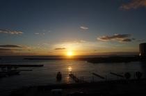 屋上より日の出