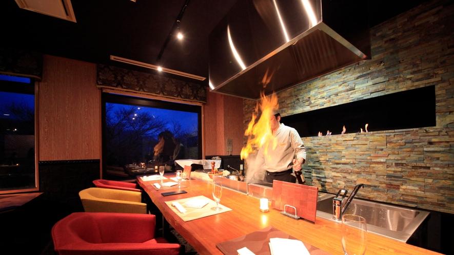 【レストラン】ライブキッチンの目の前のカウンター席