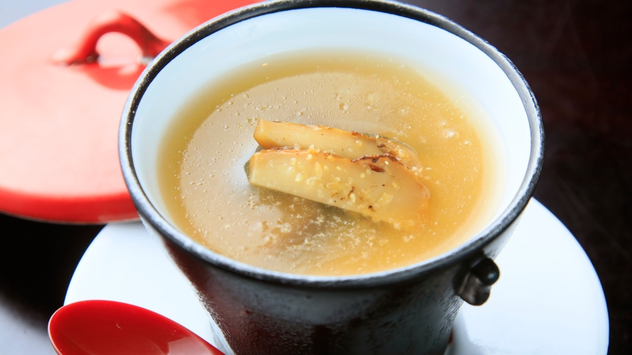 【椀替】松茸と浅利のかぶら蒸し風コンソメスープ餡(一例)