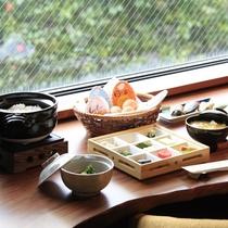 【ご朝食イメージ】炊き立てのご飯を引き立てる副菜