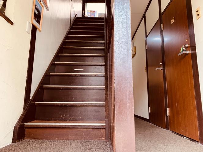 階段(玄関より)