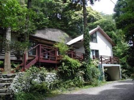 森の屋根裏部屋付きロッジ「スタジオハウス」1棟貸