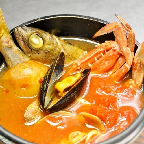 旨味たっぷりな魚介の出汁が利くブイヤベース
