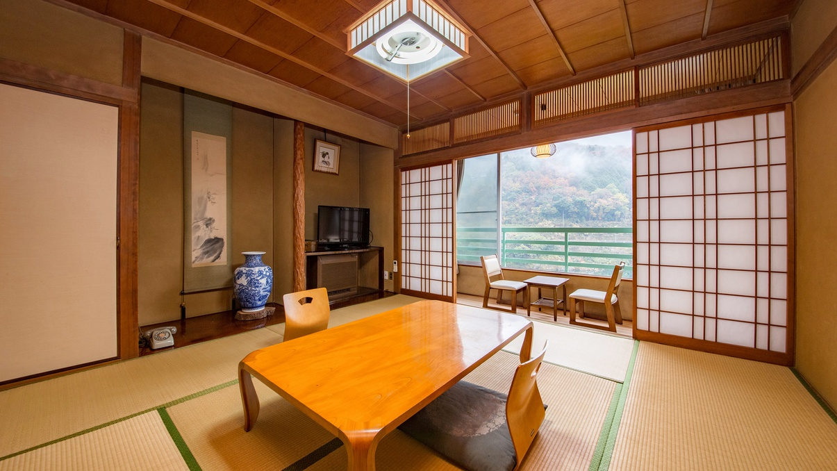 *【部屋】和室8畳一例でございます。ゆったりとくつろげる畳のお部屋で外の景色を愉んでください。