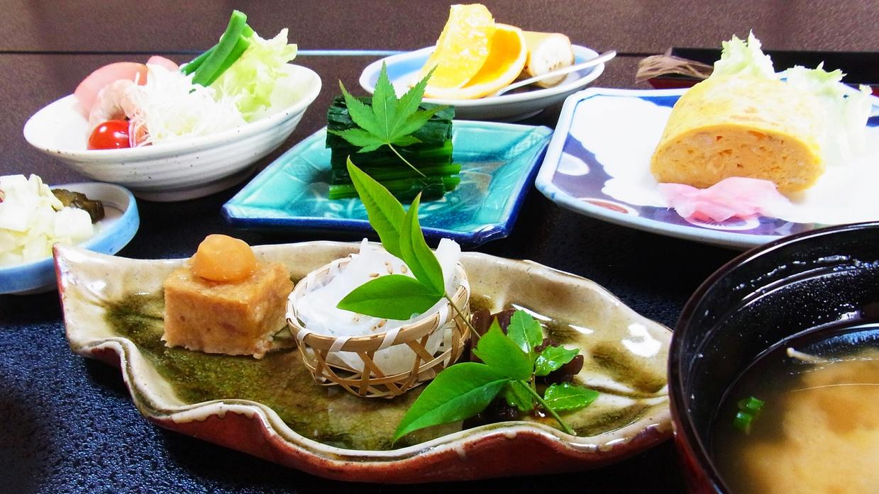 *【料理】朝食一例でございます。徳島の食材にこだわり、吉野川の鮎など季節の徳島をお楽しみください。