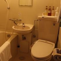 【牛久シティホテル本館】全室共通 バスルーム。シャンプーPOLAの『シャワーブレイク』を採用。