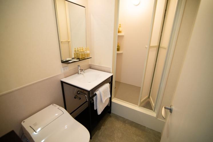 コンフォートダブル、コンフォートツインの水回り(ウォシュレットトイレ、基礎化粧品、ドライヤー完備)