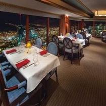 ホテル36階のステーキ&シーフードレストラン「ザ・シグナチャー」店内例