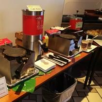 プランテーションカフェではご自身で焼くことができるワッフルステーションが人気です