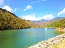 秋晴れの広瀬湖