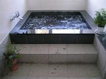 清潔感に溢れたお風呂