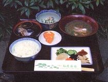 昼食例(ひゅうがめし)