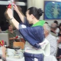 ご夕食時にスタッフによる『よさこい鳴子踊り』のおもてなし