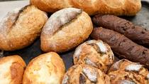 毎朝焼きたてのパンを直送にてご用意♪