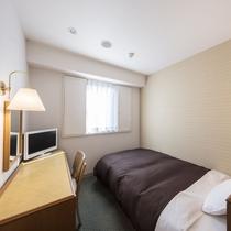 シングルルームは全室セミダブルサイズのベッドをご用意!
