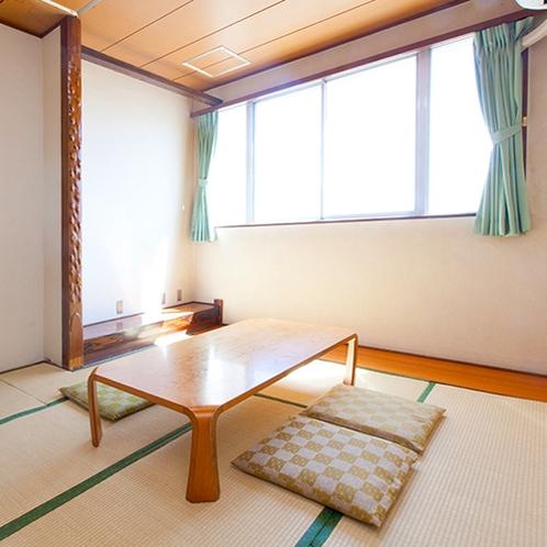 [和室]シンプル和室にお布団を敷いてゆったりお休みいただけます