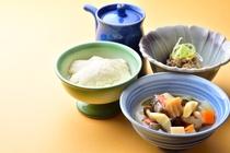 朝まんまの定番「温泉豆富」「里山のっぺ」、さといらず豆の「みらい納豆」