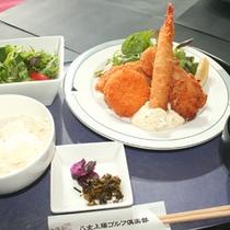 【レストラン一品料理】ミックスフライ定食はボリューム満点♪
