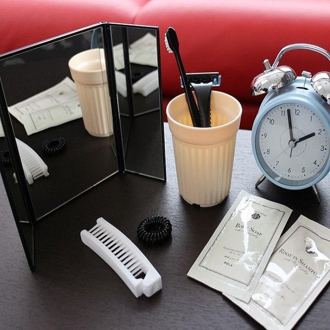 黒を基調とした当館のアメニティ・・・手鏡や目覚まし時計など貸出用も充実しております★