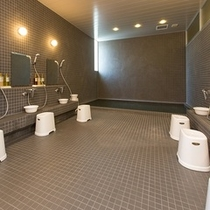 広い大浴場でごゆっくりお寛ぎください。