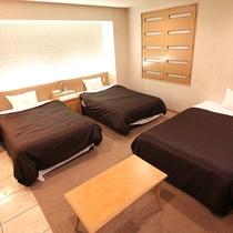 ★トリプルルーム★ベッド幅120cmのセミダブルベッド3台設置