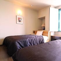 ★ツインルームC★160cm幅のクイーンサイズベッドが1台、140cm幅ダブルベッドが1台設置!