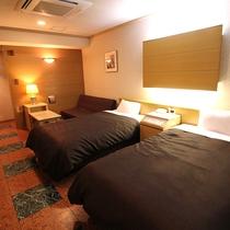 ★ツインルームA★120cm幅のセミダブルベッドが広々と、2台設置!バス・トイレもセパレート♪