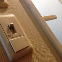 バスルームの調光システム。メイクアップやグルーミングなど目的に合わせた必要な照度に設定