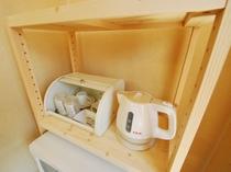 【全客室】コーヒーカップ・グラス・スプーン・ティファールを完備。