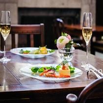 シャンパンやワインと一緒にご賞味ください