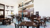 解放感溢れるレストランホールでは、オーベルジュならではのフレンチをお楽しみいただけます。