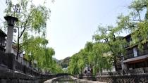 城崎温泉へはホテルから20分。ご希望の方には無料送迎を承っております。(要事前予約)
