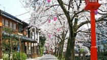 チェックイン後、城崎温泉への観光もおすすめ。四季折々の街並みをお楽しみいただけます。