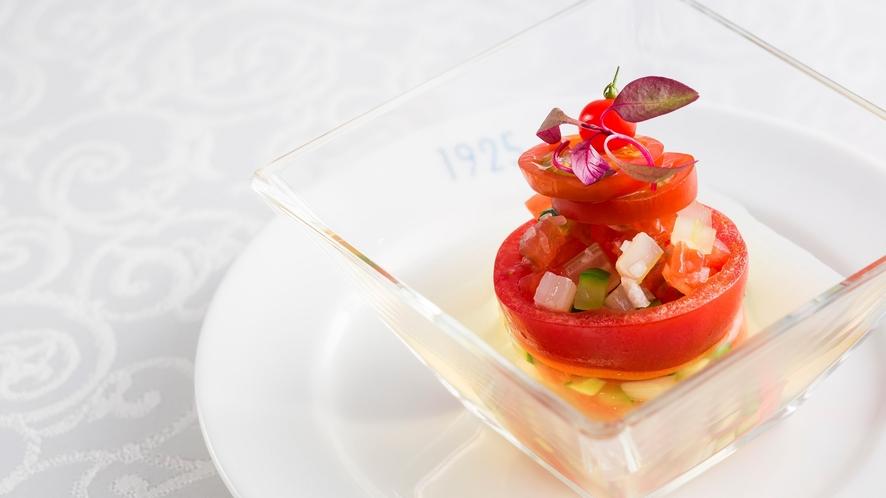 季節によって変わる食材の旬を見極め、洗練された技と独創性で仕立てる至福の一皿