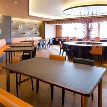 レストランは広々した空間でゆっくりしたお食事を!